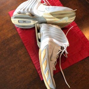 Nike Shoes - Nike Shox Zoom Flight Basketball Shoes